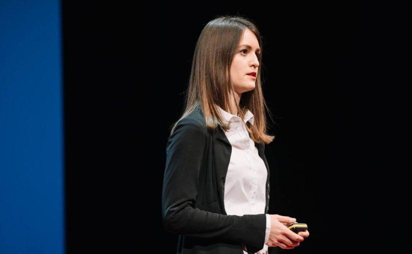 """Extremismusforscherin Julia Ebner: """"Hasskampagnen folgen einem klaren Muster"""""""